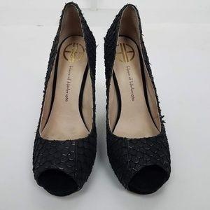 House of Harlow Pearl Snakeskin Sandal Sz 7 Black